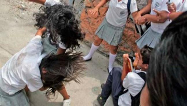 Agobian pandillas de secundarias a preparatorianos de Ciudad de México
