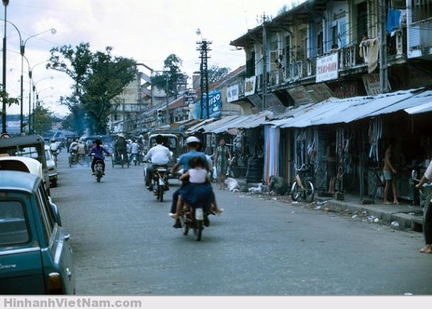 Chợ Cũ trên Đại lộ Hàm Nghi