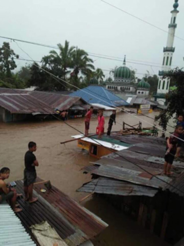 REFUGE. Residents take refuge on top of their flooded houses in Bubong, Lanao del Sur. Photo provided by ARMM Assemblyman Zia Alonto Adiong