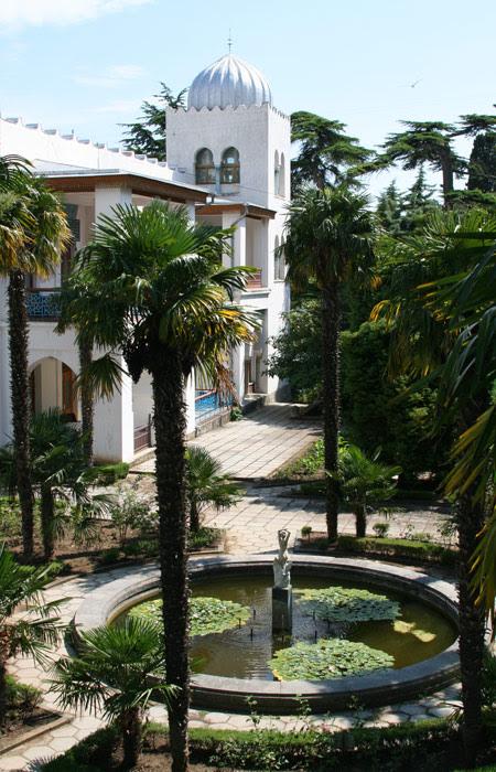Пальмы во дворе дворца Дюльбер | Дюльбер