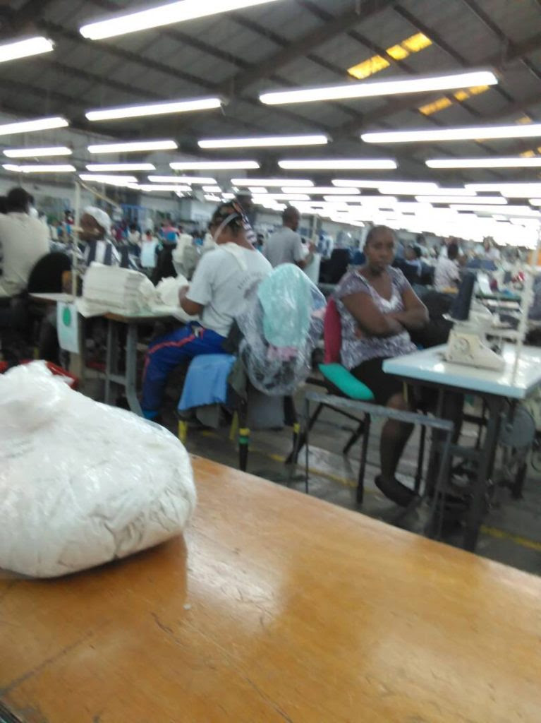 23/5/17 - Os trabalhadores pararam de costurar na fábrica do Pacific Sport.