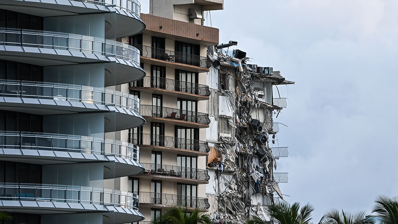 One person is dead and ten are injured in this massive Florida condo collapse