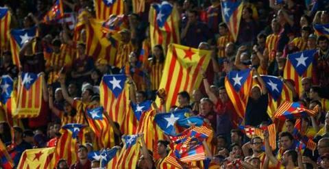 Estelades en las gradas del Camp Nou. / REUTERS