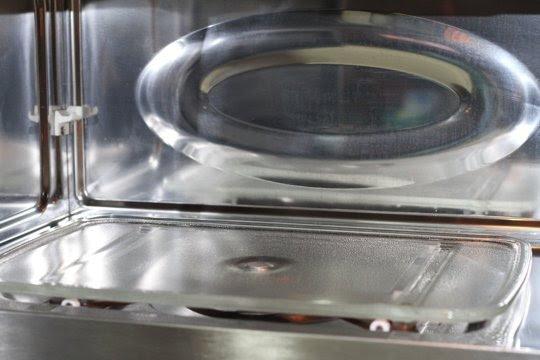 La cocina de L@C - Página 37 Limpiar-el-microondas-de-forma-facil-y-rapida-06