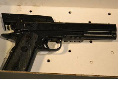 Foto de la pistola de juguete difundida por el reportero local Cory Shaffer.