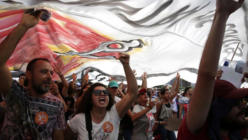 Bolsonaro enfrenta la segunda paralización nacional contra los recortes en educación