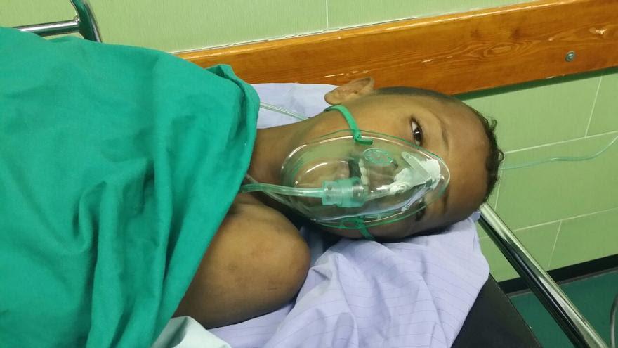 Uno de los niños heridos en el ataque a la escuela de la UNRWA atendido en el hospital. Foto: Manu Pineda, Unadijum.