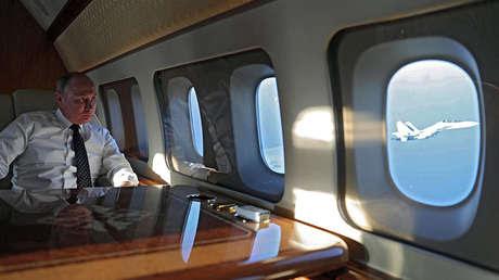 Vladímir Putin a bordo del avión presidencial, el 11 de diciembre de 2017.