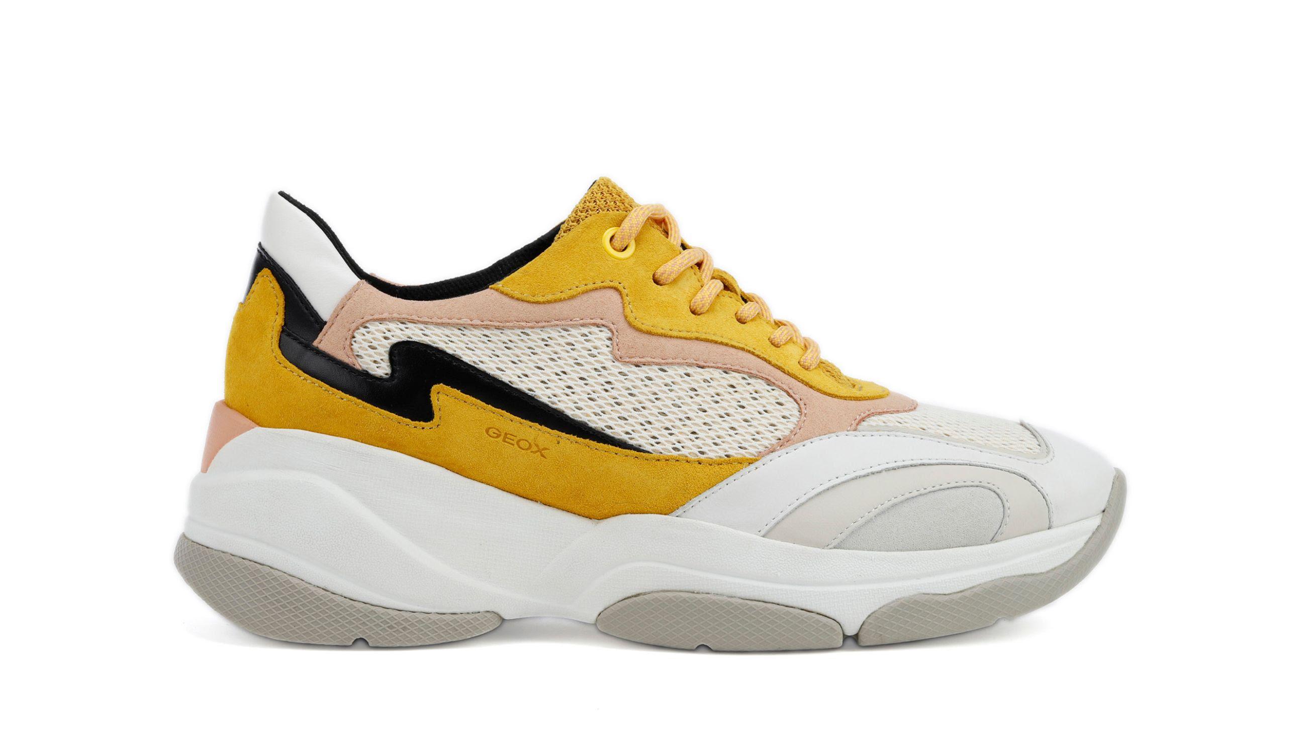 7f5319d2 1618 4e11 b1a3 2d12e8c627f9 - Kaia Gerber tiene la selección de prendas y calzado perfectos para hacer deporte en casa