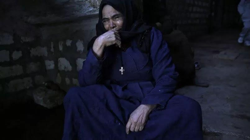Une proche de l'un des 21 coptes assassinés par l'Etat islamique .