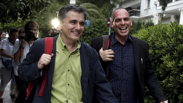Tsakalotos (izquierda), miembro de Syriza desde hace 10 años, sustituye a Varoufakis como titular de Finanzas.