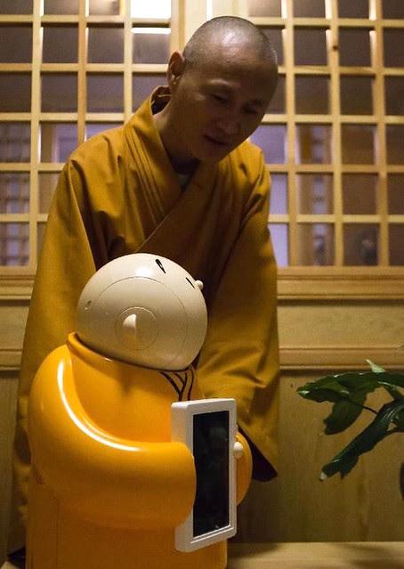 Master Xianfan of Longquan Temple with Xian'Er. From travel-beauty-health.com