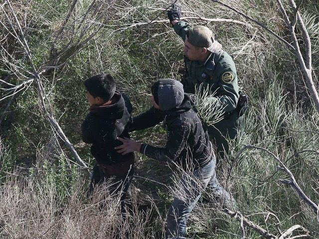 Mexican Border Apprehensions Hit 17-year Low
