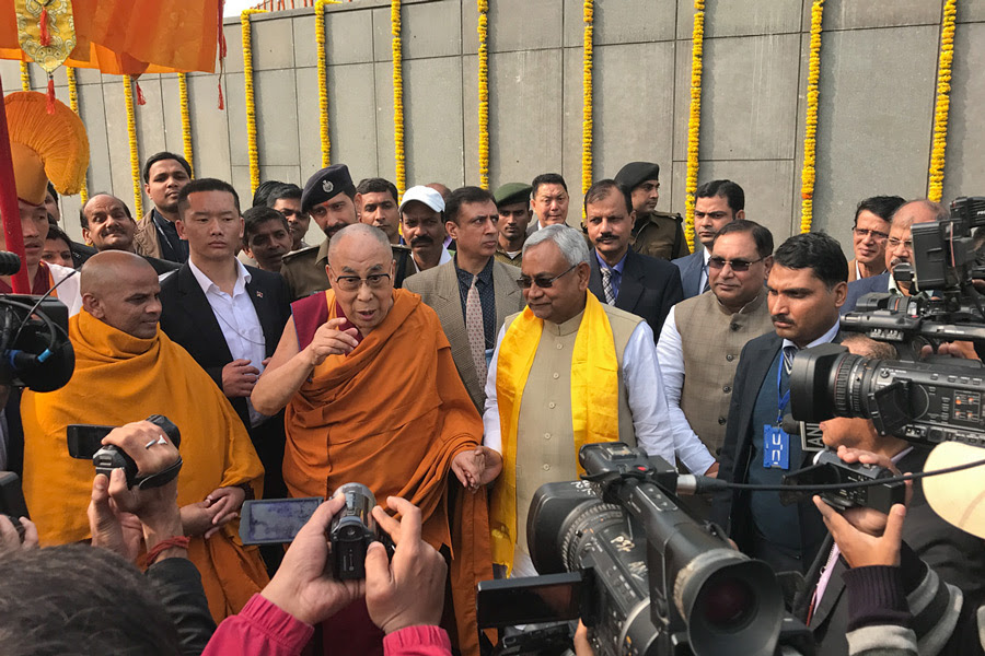 His Holiness the Dalai Lama and Bihar Chief Minister Nitish Kumar speaking to journalists during their visit to Buddha Smriti Park in Patna, Bihar, India on December 28, 2016. Photo/Tenzin Taklha/OHHDL