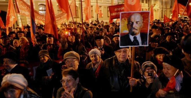 Manifestación de miembros del Partido Comunista ruso en 2013 en el centro de San Petersburgo. - AFP
