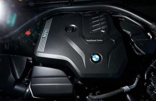 2021 BMW 330i engine
