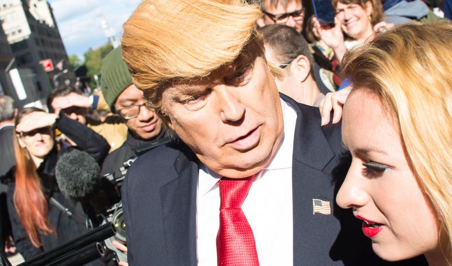 do artista Falso Trump Motorcade Causas Commotion em Nova York