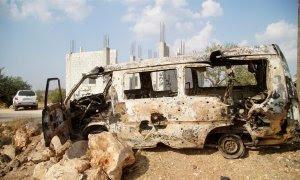 Una furgoneta destrozada durante la operación militar en la que se ha abatido al líder del Estado Islámico, Abu Bakr al Bagdadi.-EFE