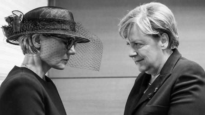 Die Witwe Maike Kohl-Richter und Bundeskanzlerin Angela Merkel bei der Beerdigung am Samstag in Straßburg.
