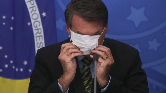 Bolsonaro critica fechamento total e fala em 'meio-termo pelo menos' para salvar empregos