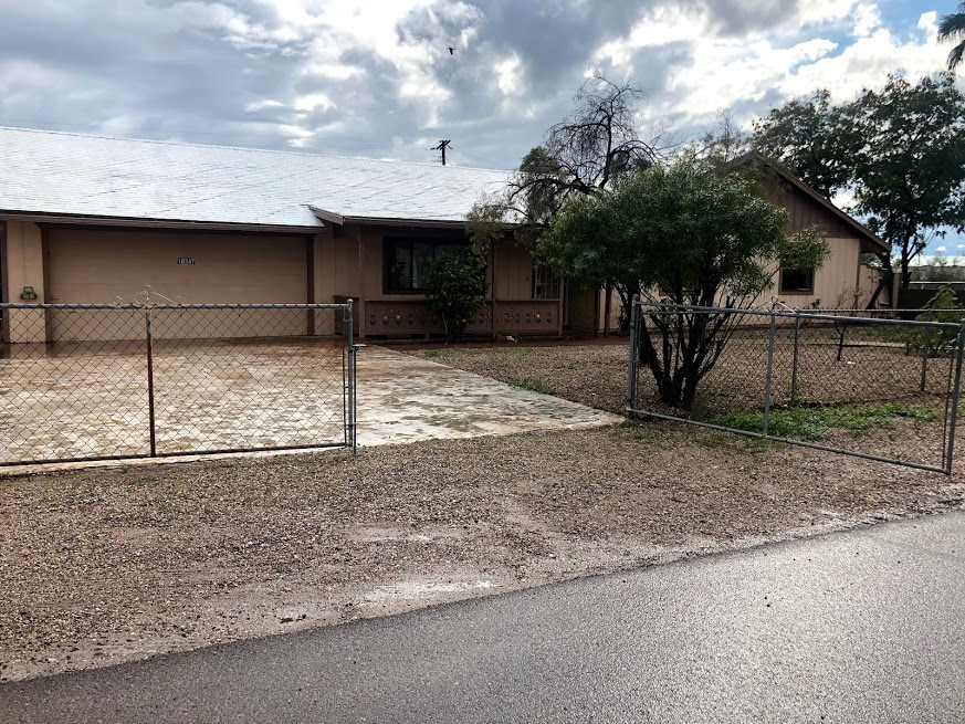 10347 E Boulder Drive, Apache Junction, AZ 85120. Great Wholesale Opportunity in the far east valley