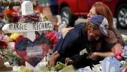 Tiroteo en Texas, familiares lloran a las víctimas.