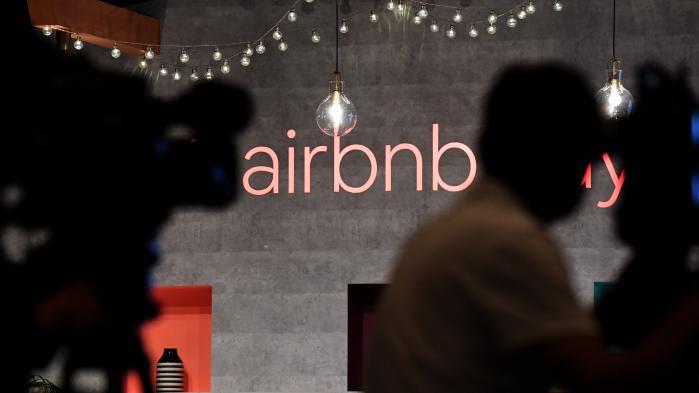 """""""Pas de halal chez nous"""" : quand avoir un nom maghrébin empêche de louer sur Airbnb, Abritel ou Le Bon Coin"""