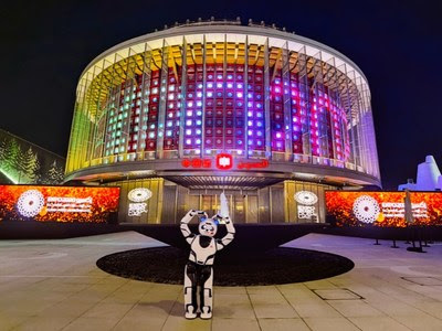 UBTECH Panda Robot posing in front of the China Pavilion (Photo by China Council for the Promotion of International Trade)