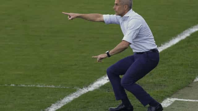 Sylvinho considera escalar Corinthians com Luan, Giuliano e Renato Augusto juntos