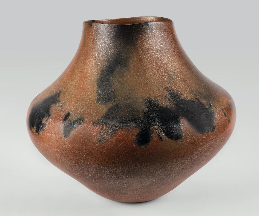 Lonnie Vigil, Nanbe Owingeh [Nambé O-ween-gé or Nambé Pueblo], Storage Jar, 2002. Micaceous ceramic. © 2018 Peabody Essex Museum. Photo by Claire A. Warden.