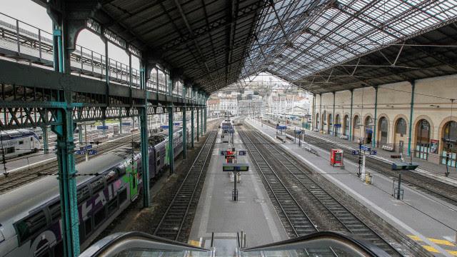 Greve na França afeta transportes nas primeiras horas da manhã