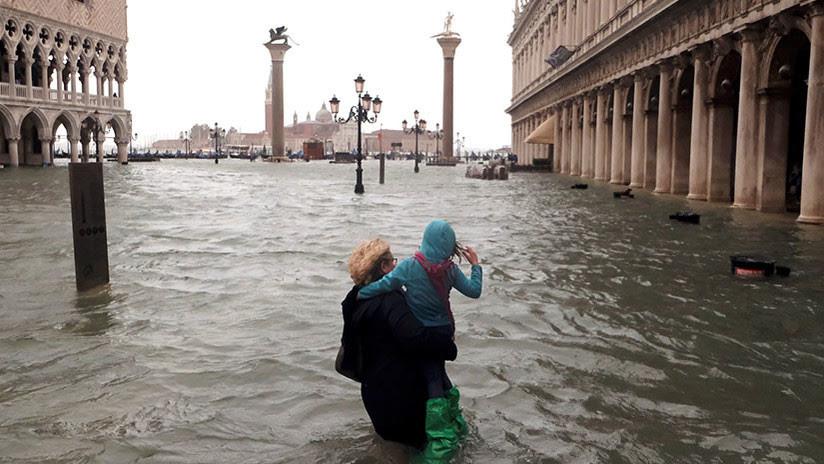 FOTOS, VIDEOS: Una excepcional marea alta deja el 75 % de Venecia bajo el agua