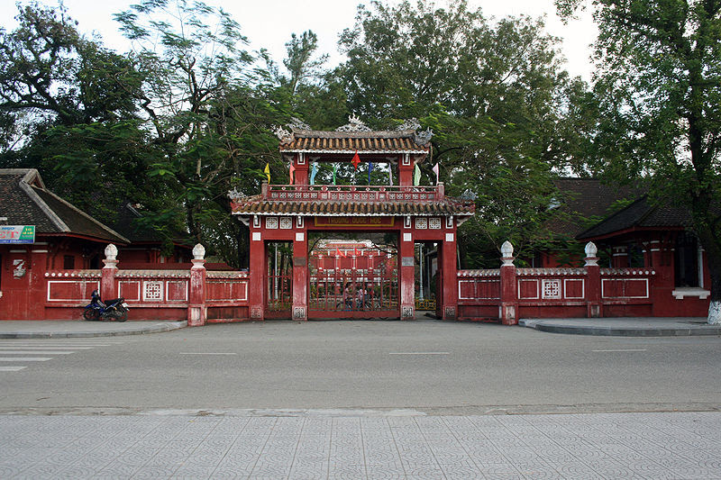 File:Quốc Học Huế.jpg