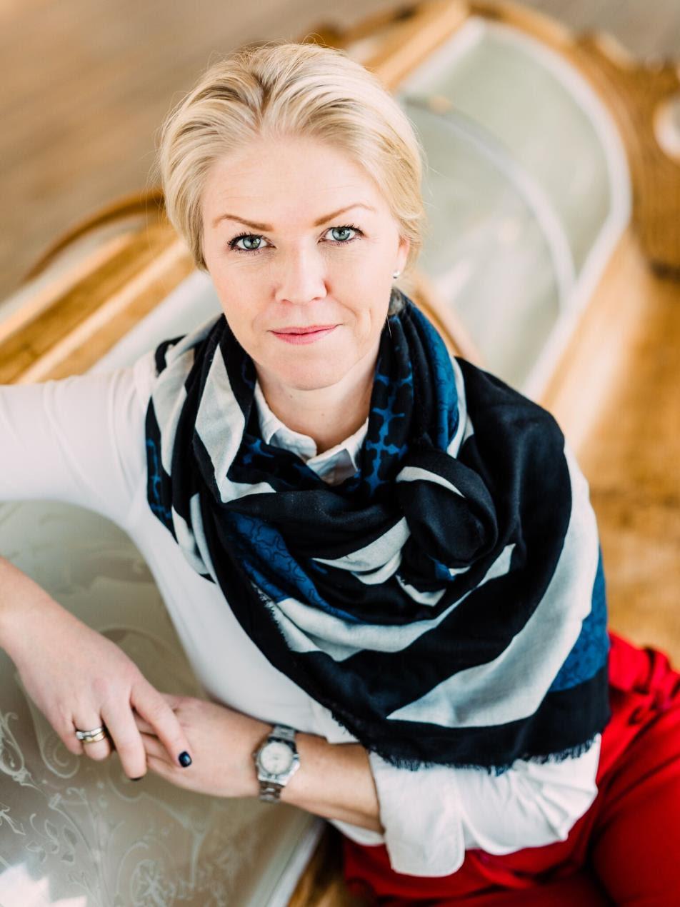 Maritime Bergen Portrett_2019SRV_medskjerf - Cecilie Bannow -  all rights reserved--2