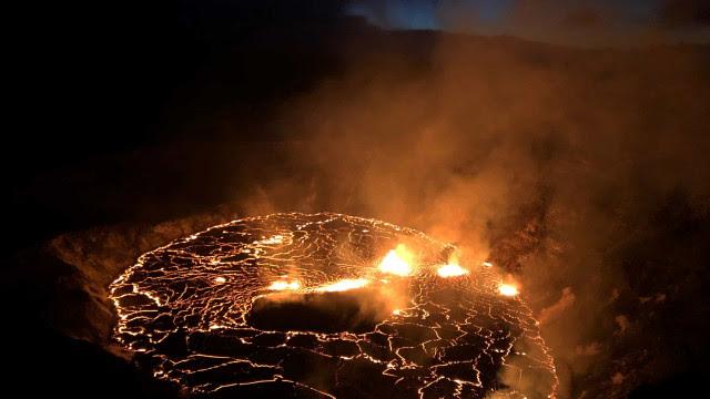 Vulcão mais ativo do mundo entra em erupção. As imagens do Kilauea