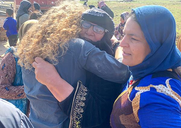 Suu ôm một người mẹ quẫn trí