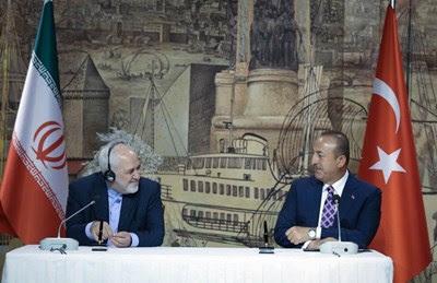 وزير الخارجية التركي ووزير الخارجية الإيراني في اسطنبول (أ ف ب).