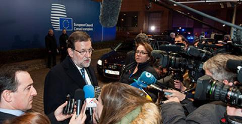 El presidente del Gobierno, Mariano Rajoy, atiende a la prensa tras la reunión del Consejo Europeo que se ha celebrado hoy en Bruselas. EFE/Horst Wagner