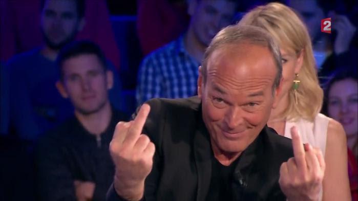 VIDEO. Laurent Baffie fait deux doigts d'honneur à son patron Vincent Bolloré