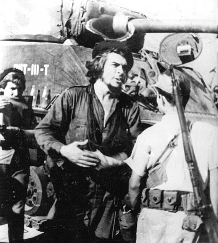El Comandante Ernesto Che Guevara en la Batalla de Santa Clara, diciembre de 1958.