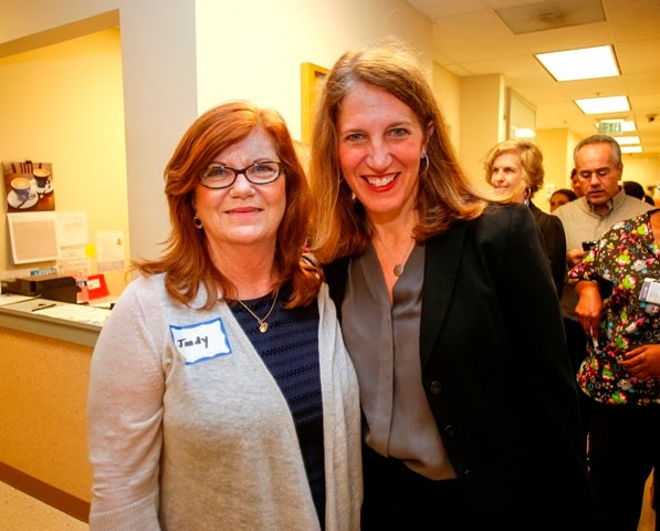Judith Riggs takes a picture with Secretary Burwell in Charlotte, North Carolina.