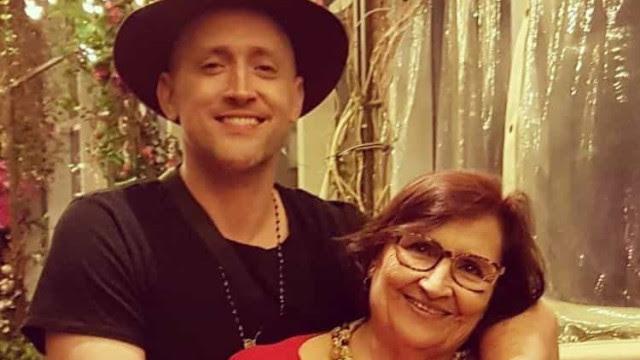 Mãe de Paulo Gustavo, Déa Lúcia grava CD: 'Para celebrar vida e arte'