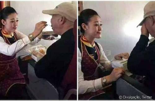 Uma aeromoça da Hainan Airlines ajudou um senhor com necessidades especiais a se alimentar durante uma refeição a bordo