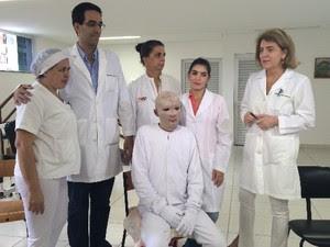 Márcio Ronny foi ao Hospital de Queimaduras de Goiânia para agradecer equipe médica, em Goiás (Foto: Vitor Santana/G1 Goiás)
