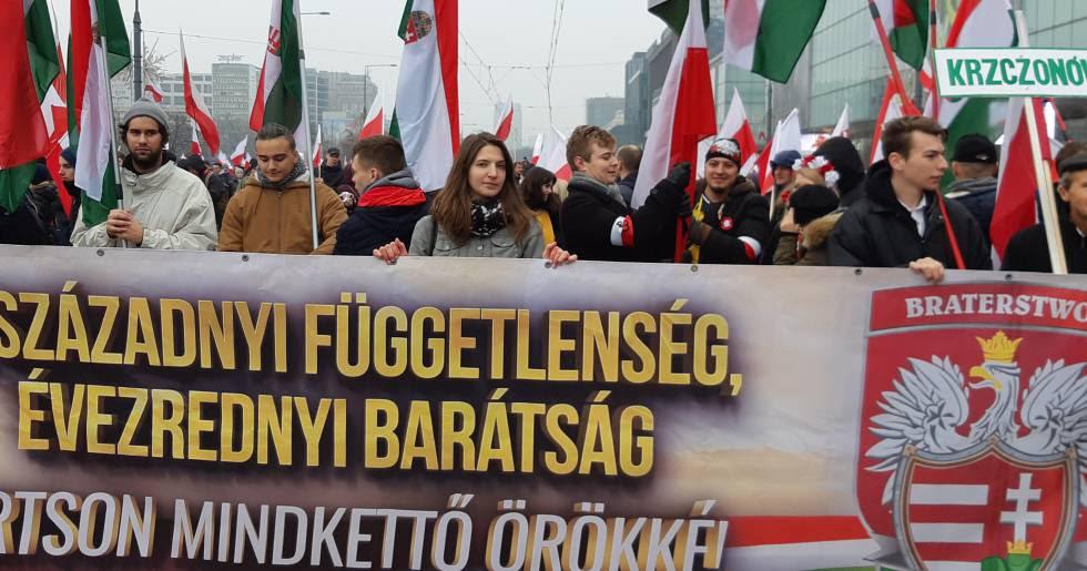 Húngaros del partido xenófobo Jobbik han llegado este domingo a Varsovia.