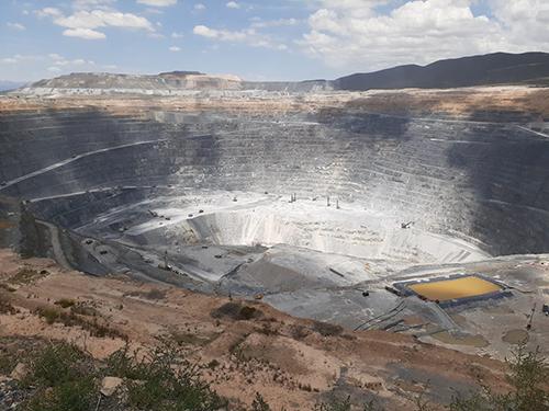 Los grandes consorcios vinieron a terminar con el método tradicional de la minería: Burnes
