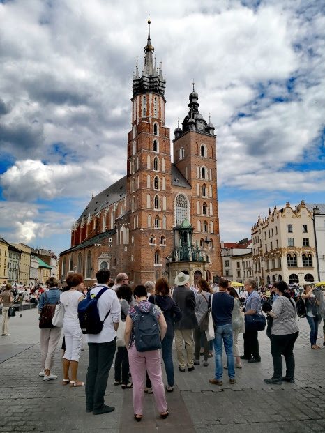 Walking tour through Old Town Krakow, St. Mary's Basilica