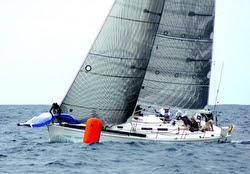 J/120 sailing around mark