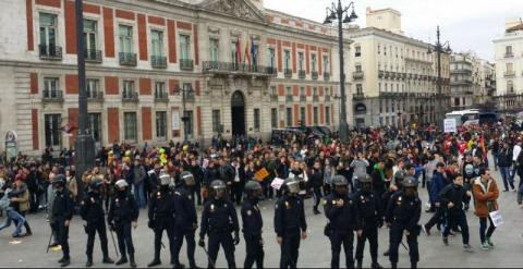 La marcha contra el decreto 3+2 en Madrid ha terminado con cargas policiales por incidentes entre dos grupos./ EUROPA PRESS