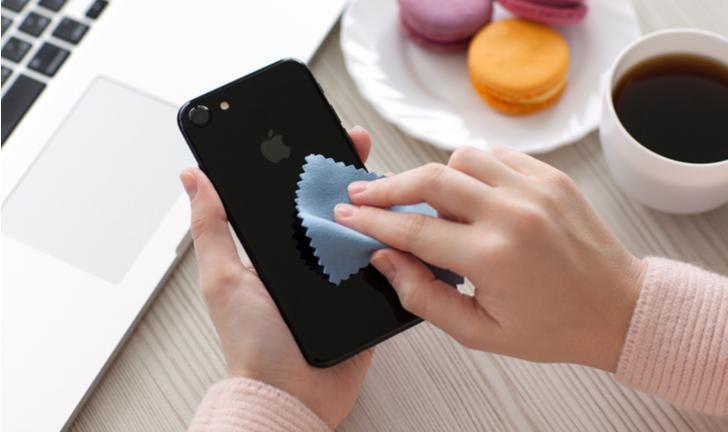 Como limpar o celular para prevenir contágio por coronavírus